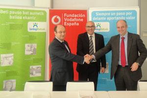 Lantegi Batuak y la Fundación Vodafone firman un convenio para el desarrollo de una plataforma formativa para la inserción laboral de personas con discapacidad en Bizkaia